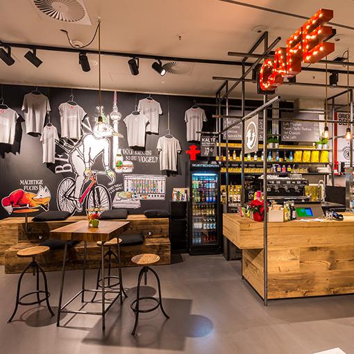 Café in unserem AMPELMANN Shop im ALEXA