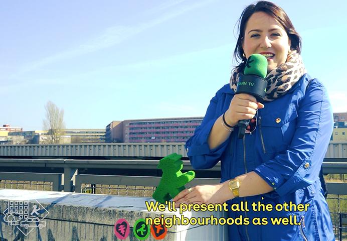 In den Kiez Videos von AMPELMANN Berlin ist Sandri die Frau vor der Kamera