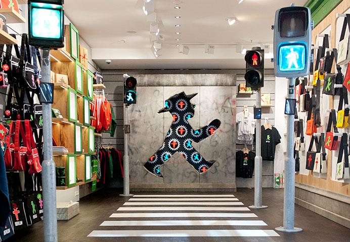 AMPELMANN Berlin Souvenir Shop Unter den Linden - Eingang mit Ampelausstellung