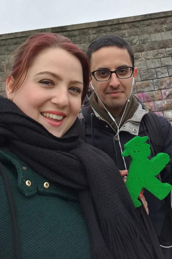 Die AMPELMANN Berlin Kiez Videos werden von Hesam und Sandri gedreht. Immer dabei: das Ampelmännchen